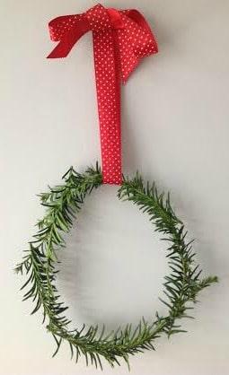 Easy Christmas Wreath Tutorial