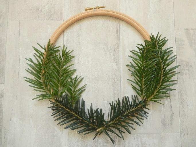 embroidery hoop christmas wreath tutorial